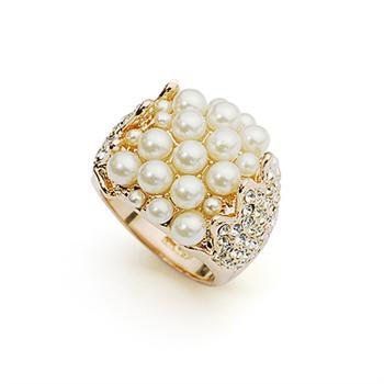 Italinafull of pearl ring  310942