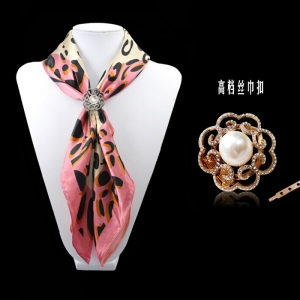 Italina pearl brooch  3600070602