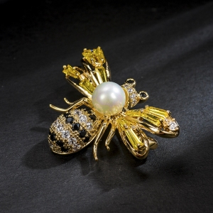 R.A bee brooch  850472