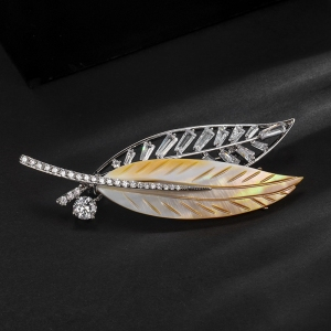 R.A leaf brooch  850375