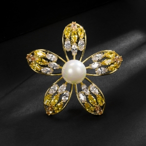 R.A flower brooch  850377