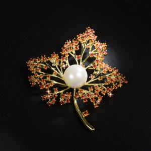 R.A maple leaf zircon brooch  850411